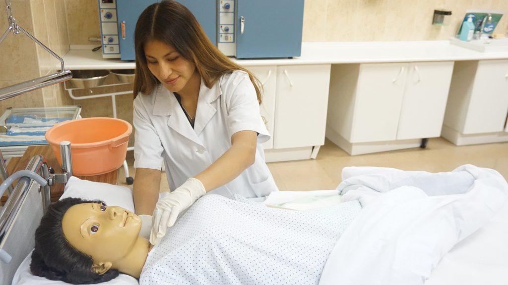 imagen CFGM cuidados auxiliares enfermeria